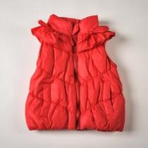 Фото: Красная дутая жилетка с рюшами (артикул O 10057-red) - изображение 3