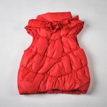 Фото: Красная дутая жилетка с рюшами (артикул O 10057-red) - изображение 4