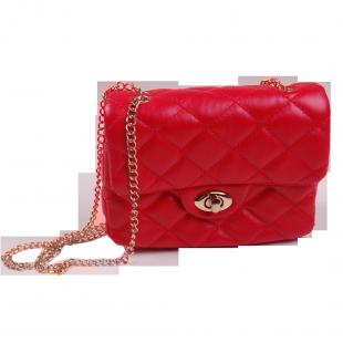 . Красная стёганная сумочка для девочки