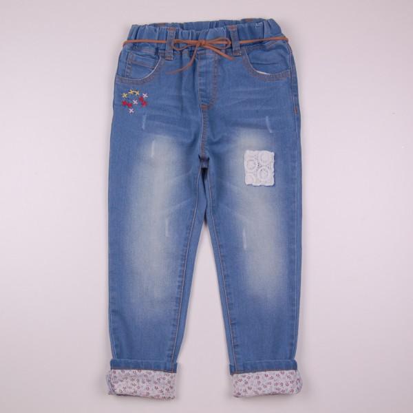 Фото: Стильные детские джинсы с отделкой вышивкой и подворотами (артикул Z 60263-jeans)