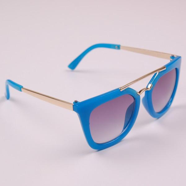 Фото: Яркие летние очки стильного фасона (артикул A 50043-blue)