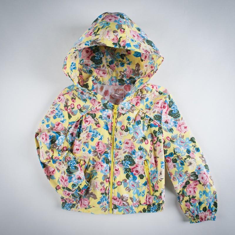 Фото: Куртка с ярким цветочным узором и капюшоном (артикул O 10125-yellow)
