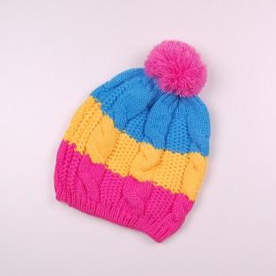 . Разноцветная вязаная шапка