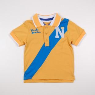 Фото: Фирменная футболка для мальчика с синей полосой (артикул O 40106-yellow-blue) - изображение 3