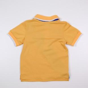Фото: Фирменная футболка для мальчика с синей полосой (артикул O 40106-yellow-blue) - изображение 4
