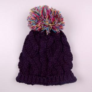. Темно-синяя шапка крупной вязки