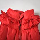 Фото: Красная дутая жилетка с рюшами (артикул O 10057-red) - изображение 5