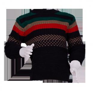 Вязаный свитер с орнаментом для мальчика